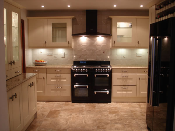 Farmhouse Style fitted kitchen, Elsenham, Essex - by Peter Hamilton Kitchens