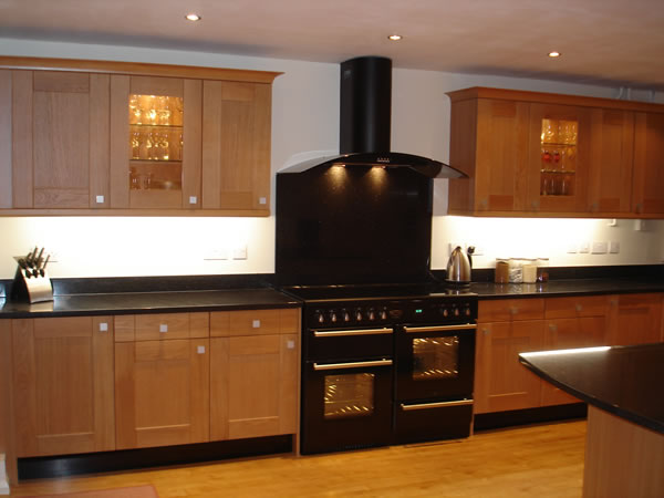 light oak shaker fitted kitchen - Bishops Stortford, Hertfordshire  (Herts) - by Peter Hamilton Kitchens
